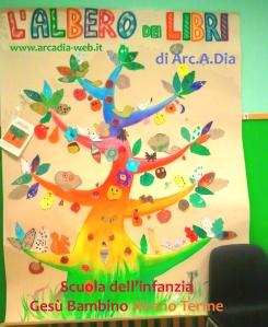 Albero dei libri alla scuola dell'infanzia Gesù Bambino di Abano Terme